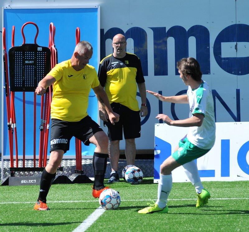 Raufoss-trener Tommy Fyhn likte det han stå i gatelagets aller første ordentlige fotballkamp. Foto: Knut Befring, OA