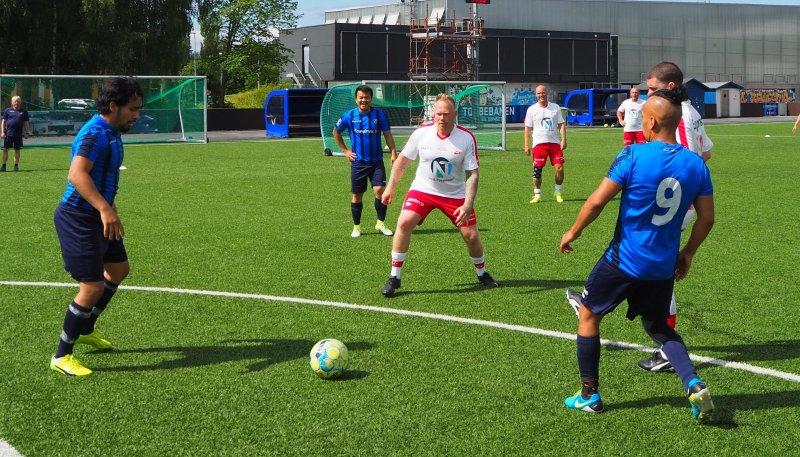Endelig ble det kamp om ballen igjen da Stabæk og FFK møttes på Nadderud. Foto: Stabæk